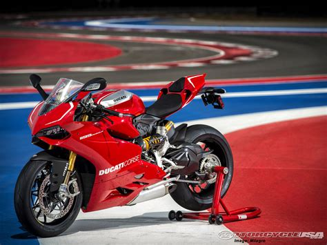 2014 Ducati Superbike 1199 Panigale R: pics, specs and