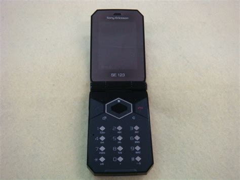 Two New Sony-Ericsson Flip Phones Look A Little Stylish, A