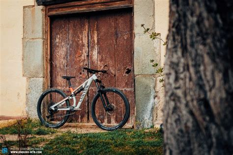 First Ride Review: Canyon Neuron AL Young Hero 2020