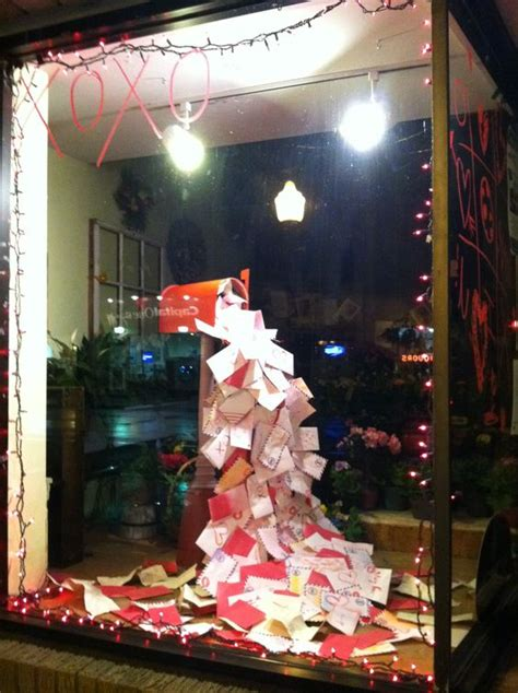 21 Creative Christmas Displays Ideas (and how you can make