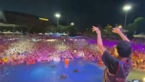 Thousands party at Wuhan water park as COVID-19 concerns