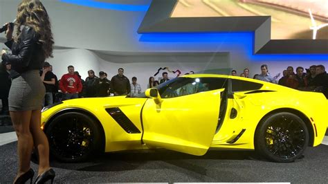 C7 ZO6 walk around with model at the 2014 Detroit - YouTube