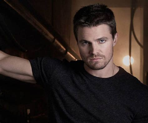 Stephen Amell - Bio, Facts, Family Life of Canadian Actor