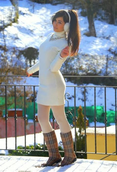 20 Cute Outfits To Wear With White Tights/Leggings This Season